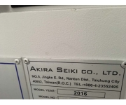 Centri di lavoro AKIRA SEIKI Usato